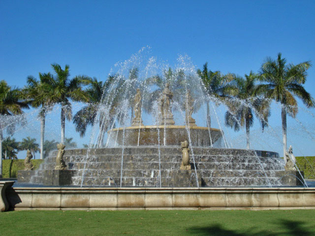 1337694875Miromar_fountain
