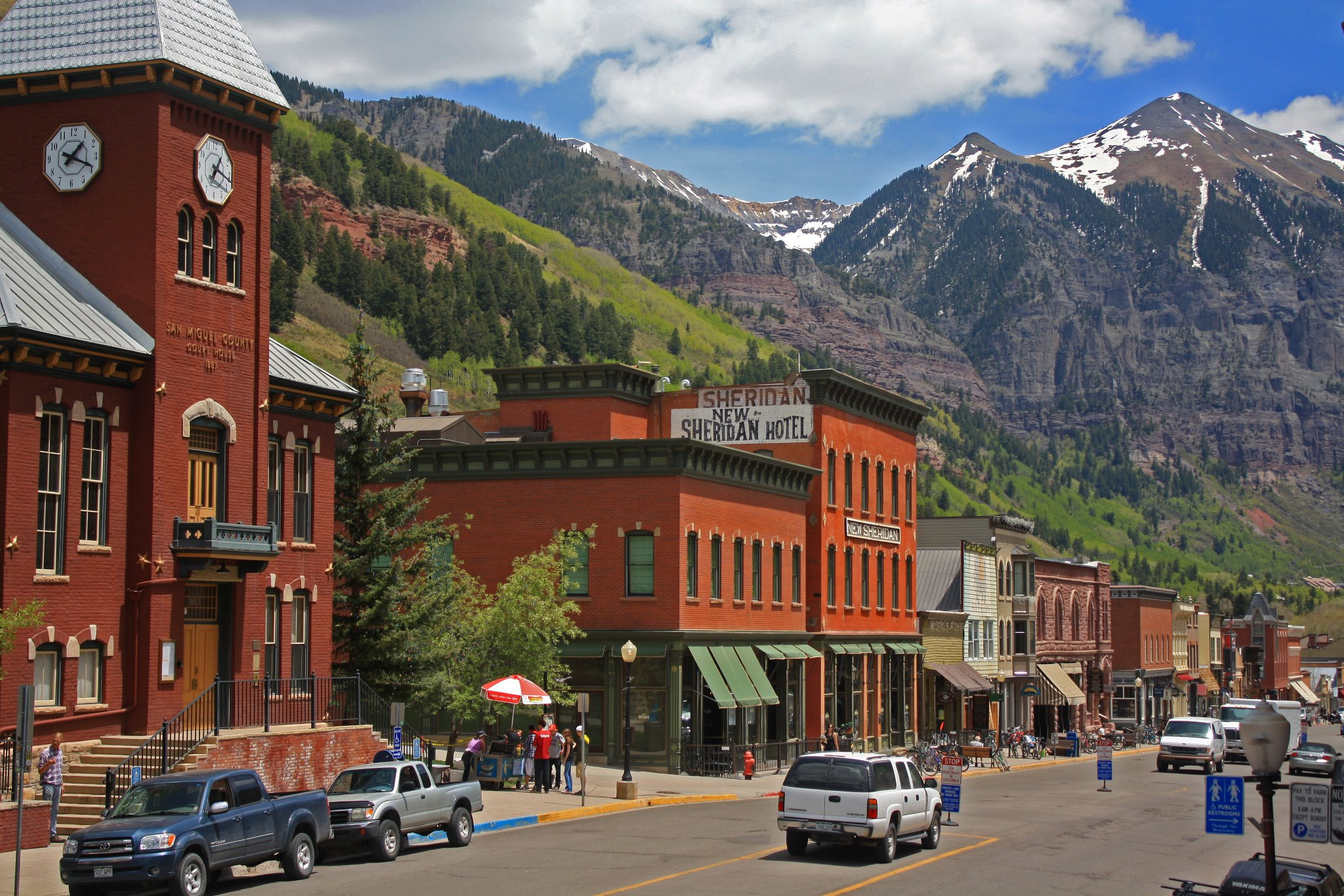 downtown-telluride-summer